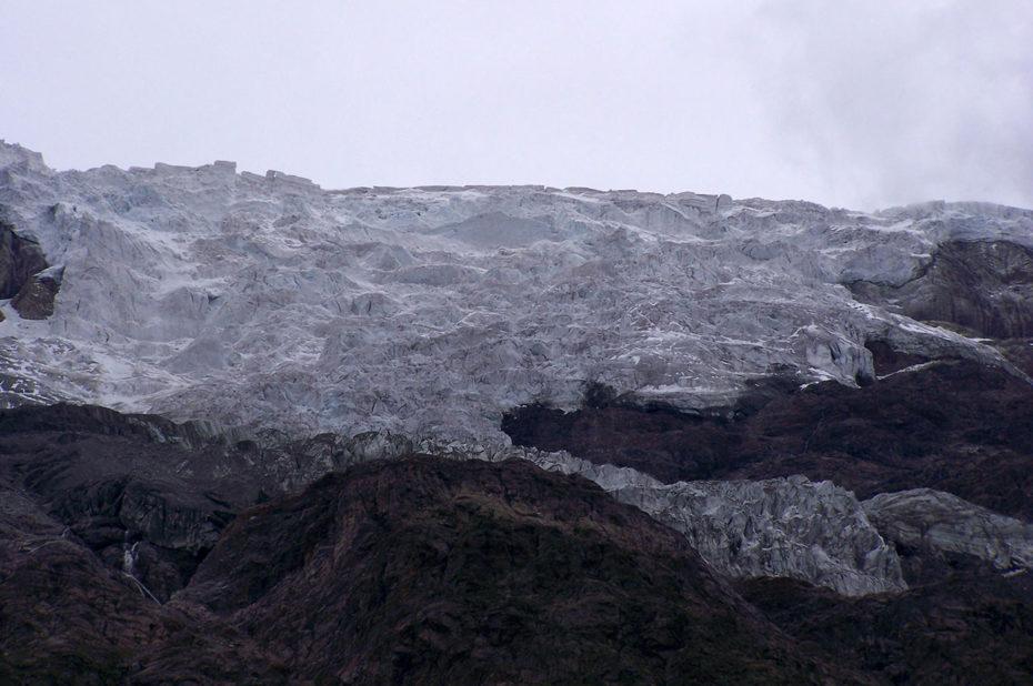 Glacier imposant sur les hauteurs