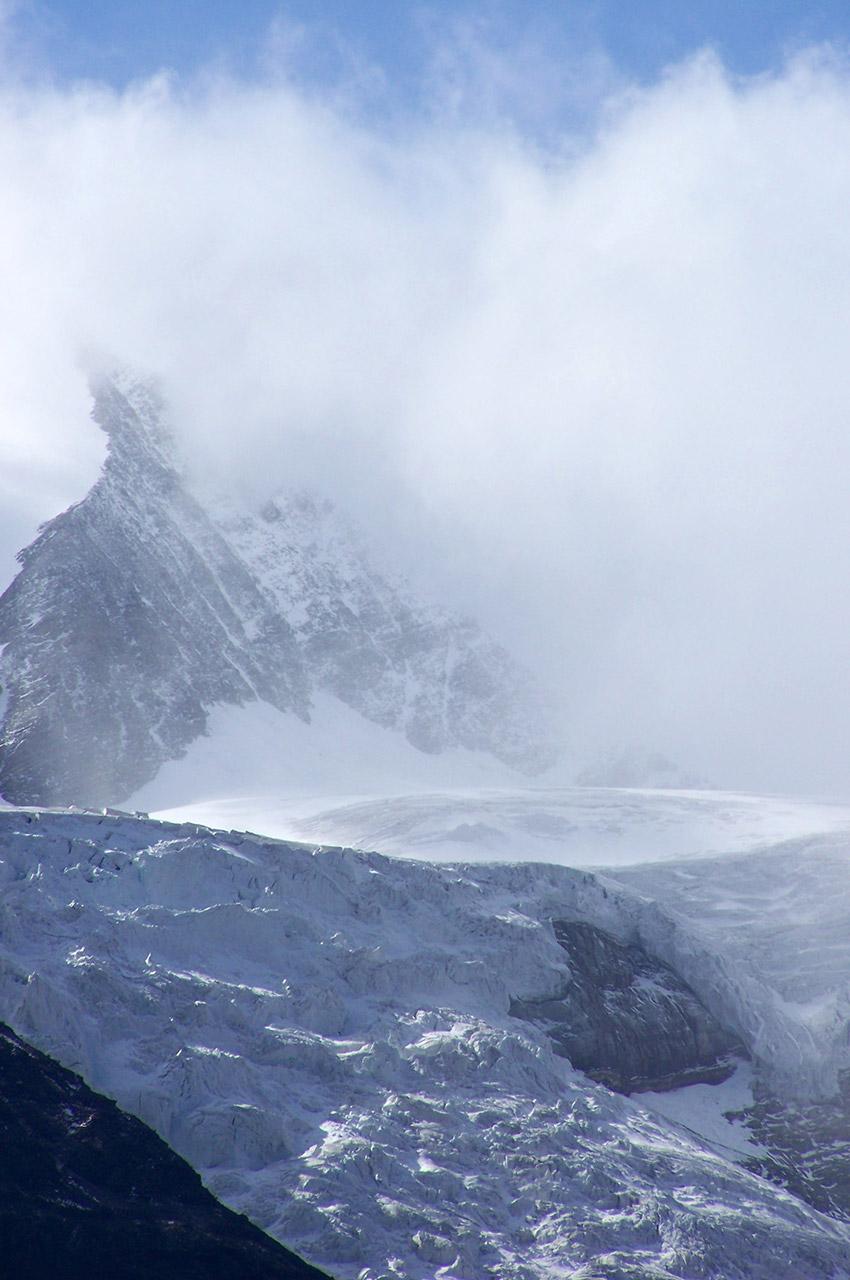 Le glacier du Weisshorn dans les nuages