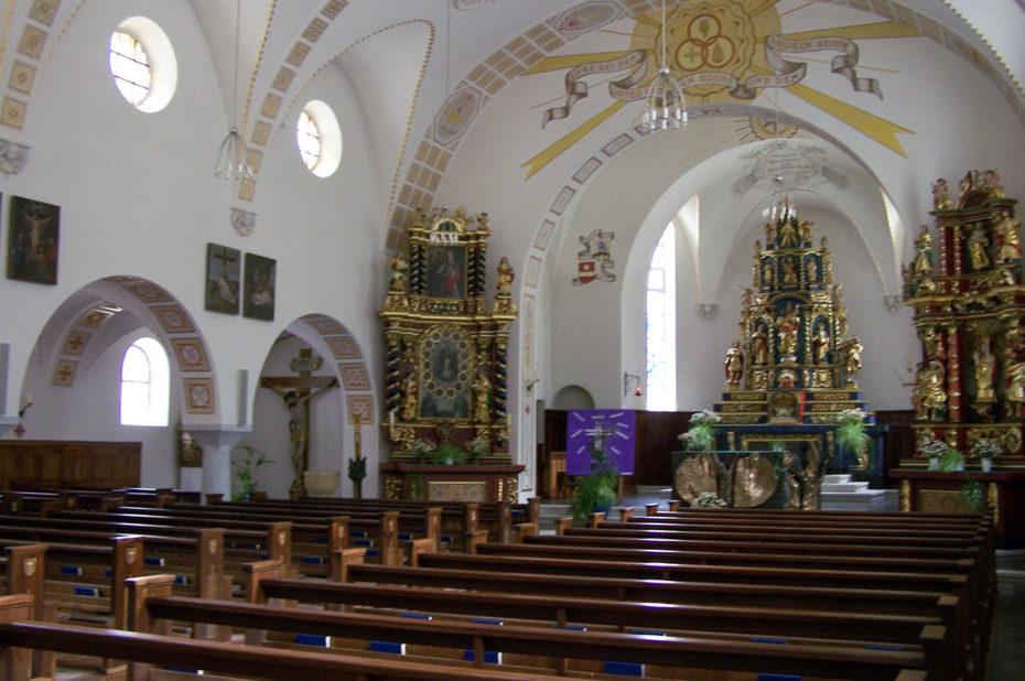 L'intérieur de l'église de Täsch et sa nef
