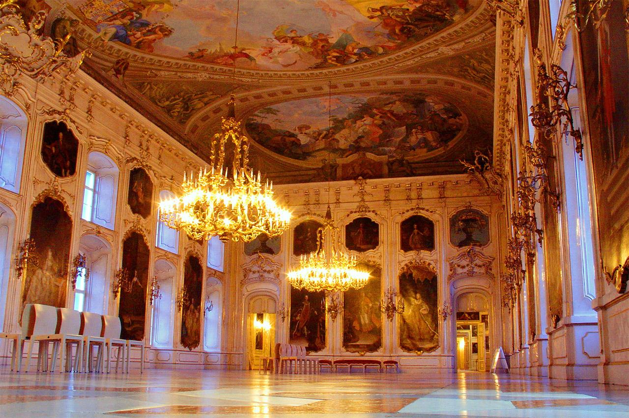 Salle d'apparat à l'intérieur du Hofburg d'Innsbrück
