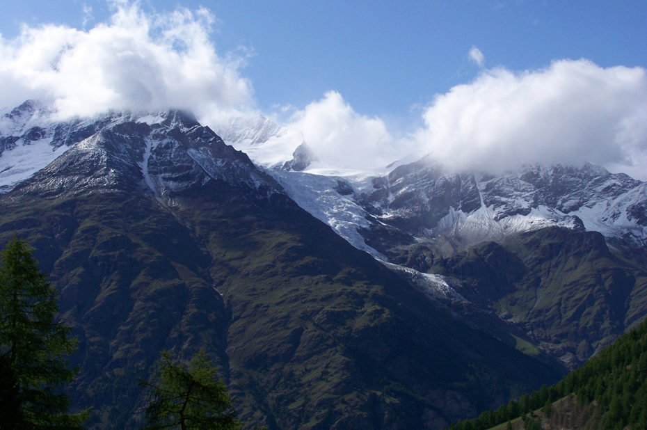 Des nuages sur le Weisshorn qui culmine à 4 505 m