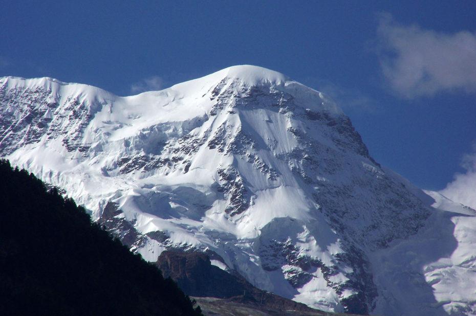 Sommet aux neiges éternelles à plus de 4000 m d'altitude