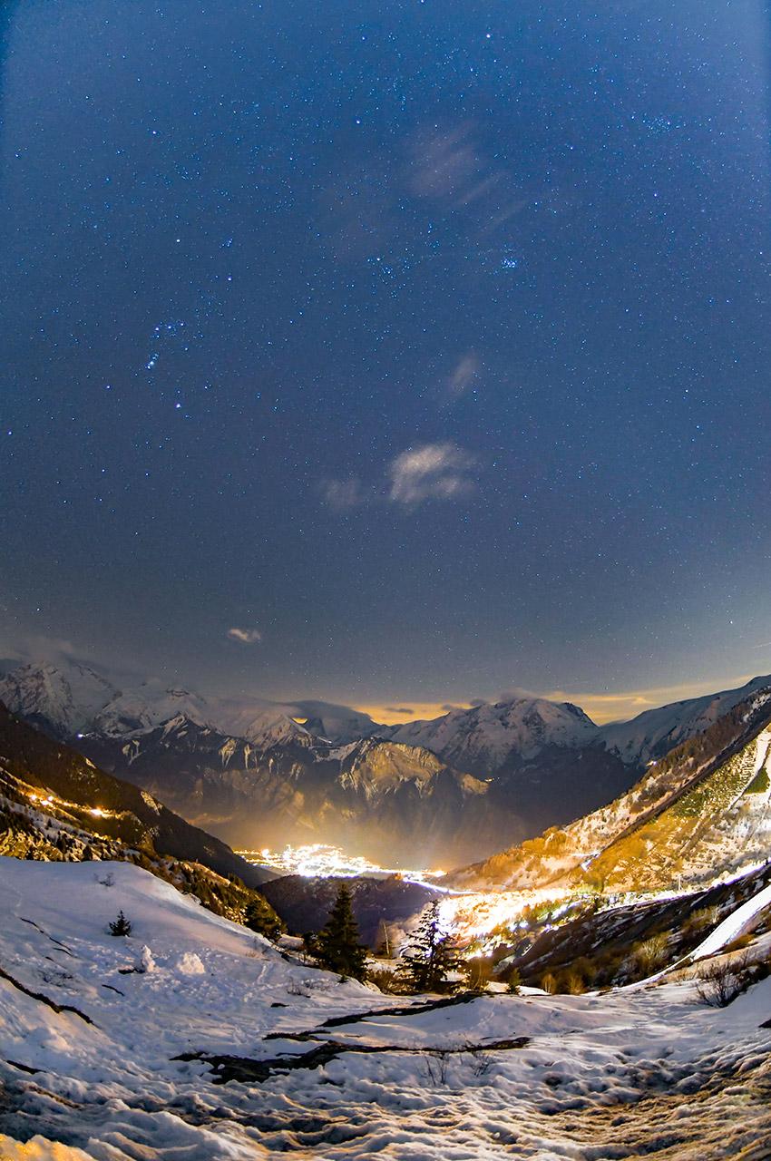 La station de l'Alpe d'Huez de nuit