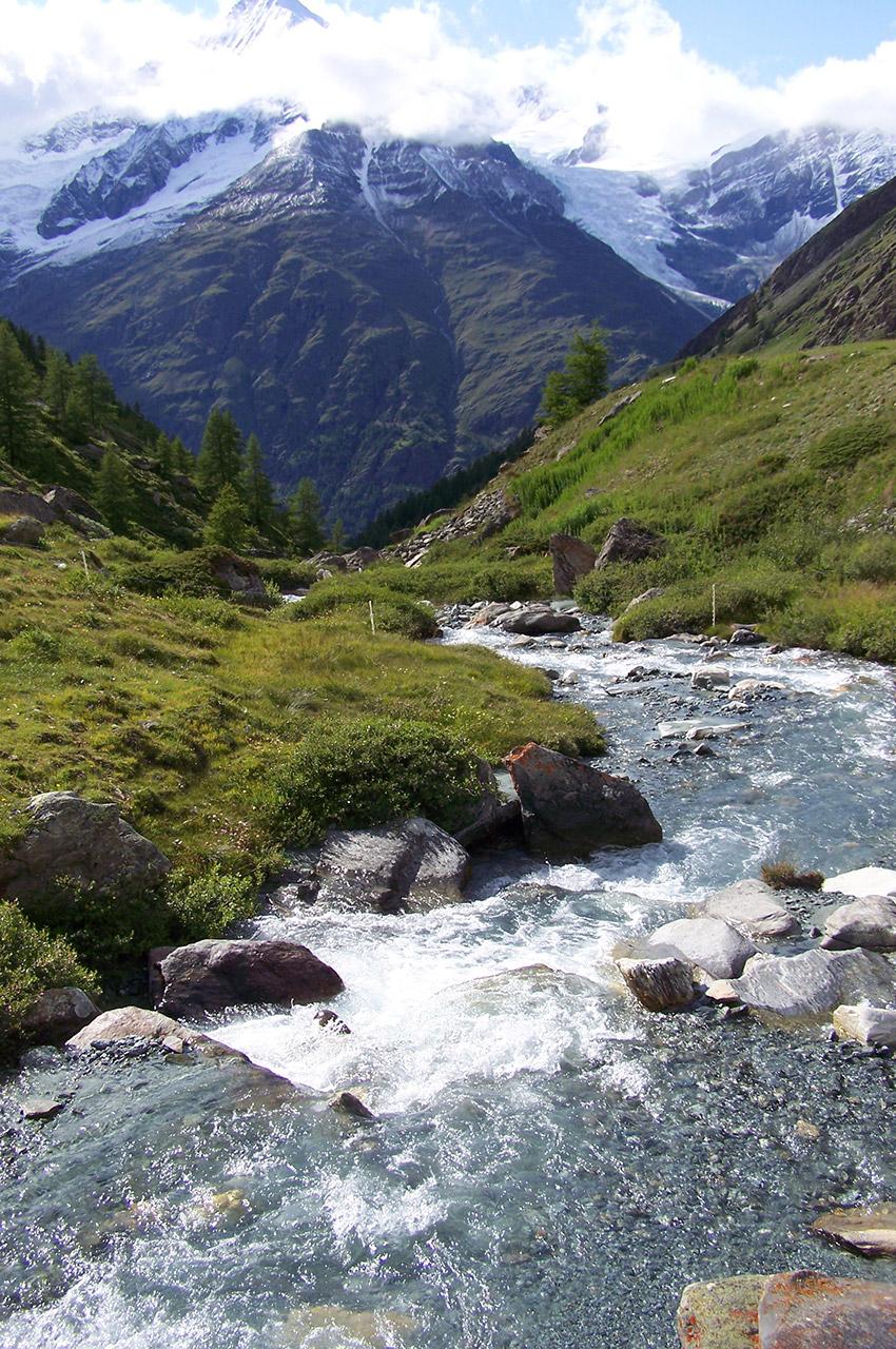 Le torrent qui descend dans la vallée jusqu'à Täsch