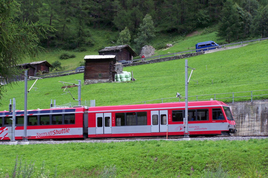 Train rouge Zermatt Shuttle