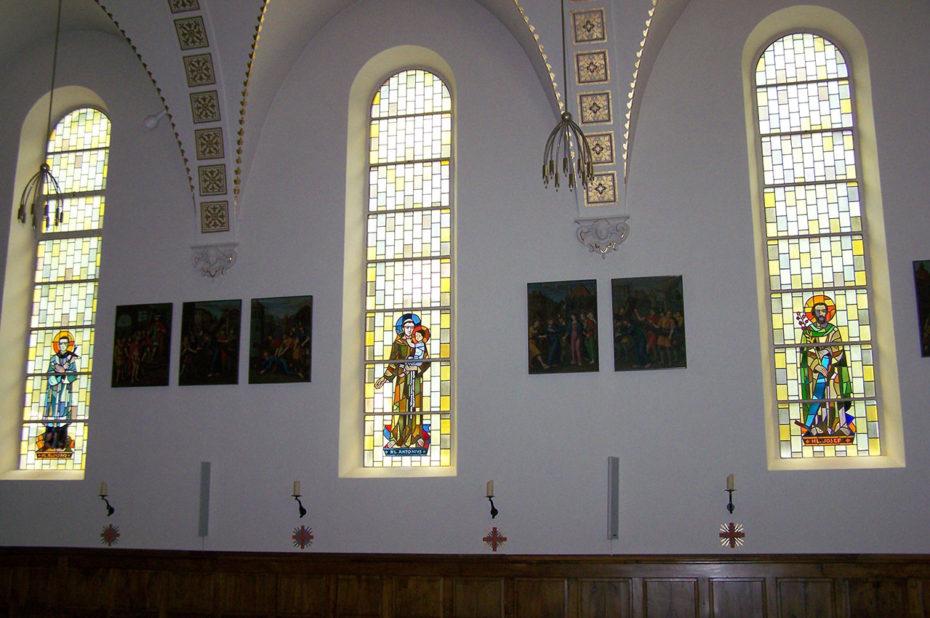 Les vitraux de l'église de Täsch