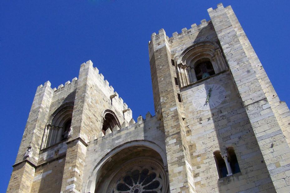 Les deux tours romanes de la cathédrale de Lisbonne