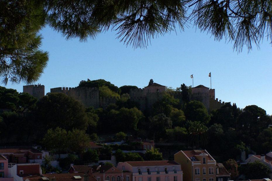 Presque partout dans Lisbonne, on aperçoit le château Saint-Georges