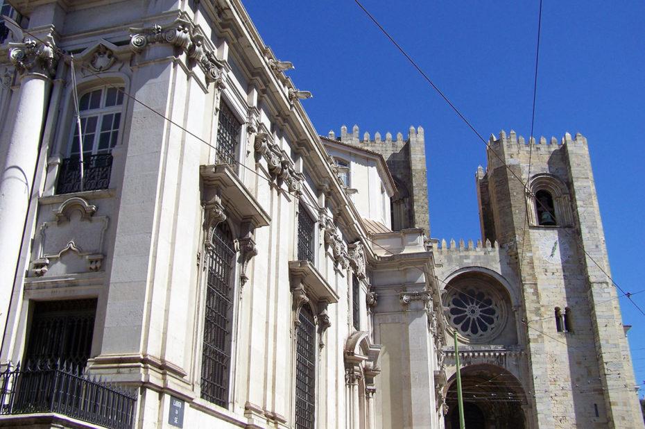L'église Santo António da Sé est située face à la cathédrale