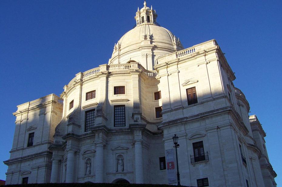 Le Panthéon national de Lisbonne au soleil couchant