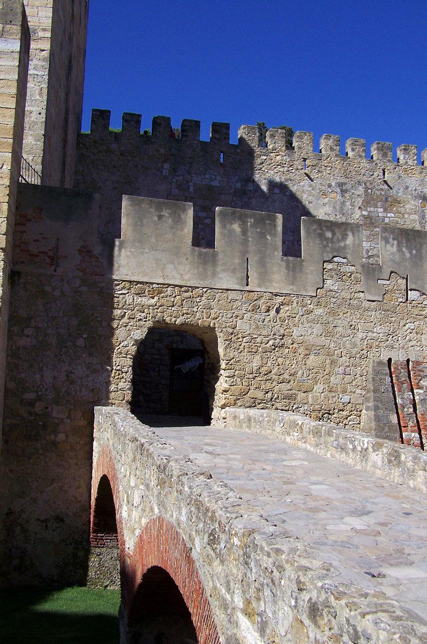 Le pont pour entrer dans l'enceinte du château