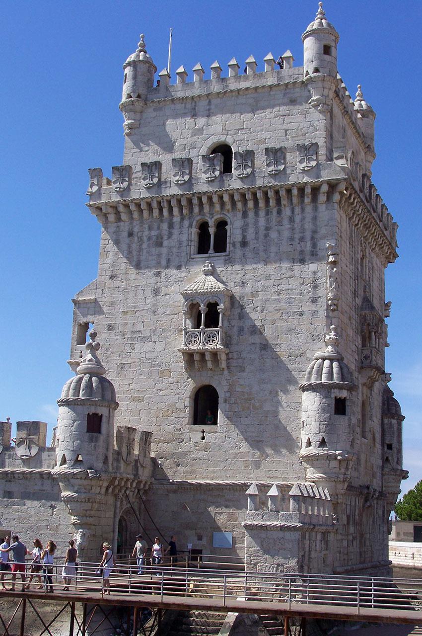 La Tour de Belém date du XVIe siècle et fait 30 m de haut