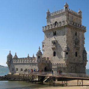 La tour de Belém est située à proximité de la plage