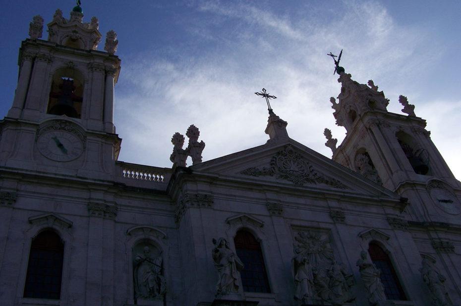 La basilique d'Estrela au soleil couchant