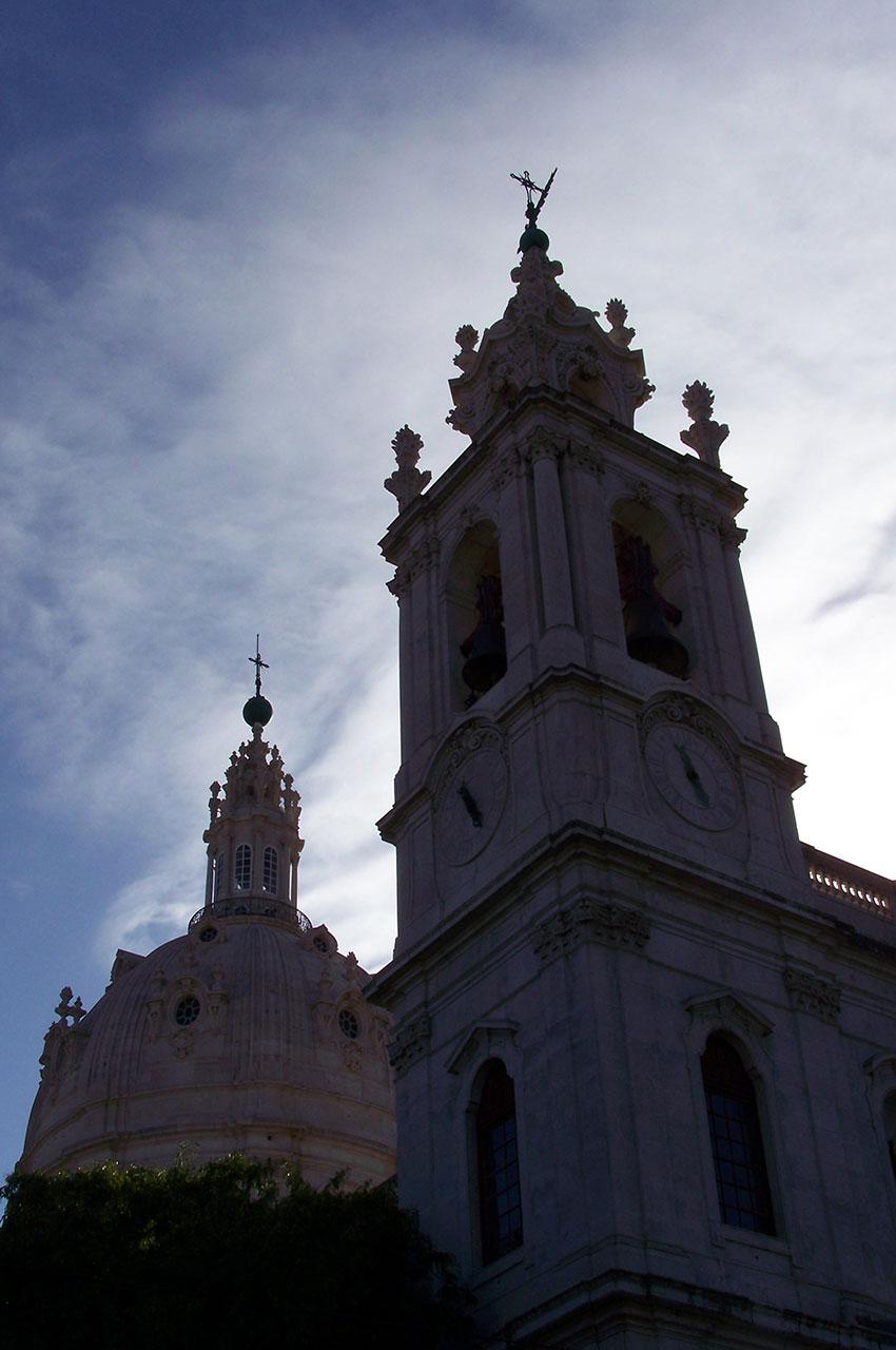 La majestueuse Basilique d'Estrela au coucher du soleil