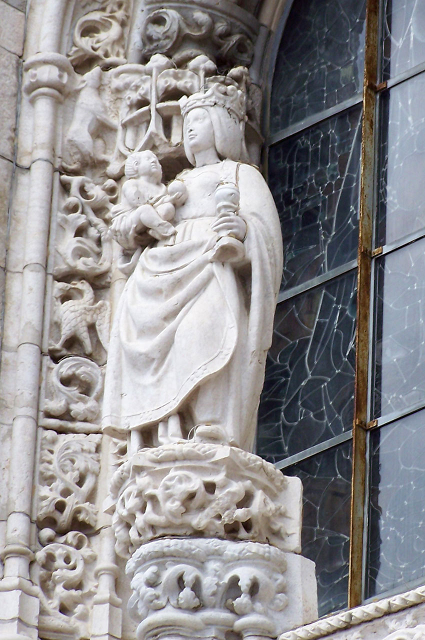 Détail d'une statue de la Vierge à l'Enfant