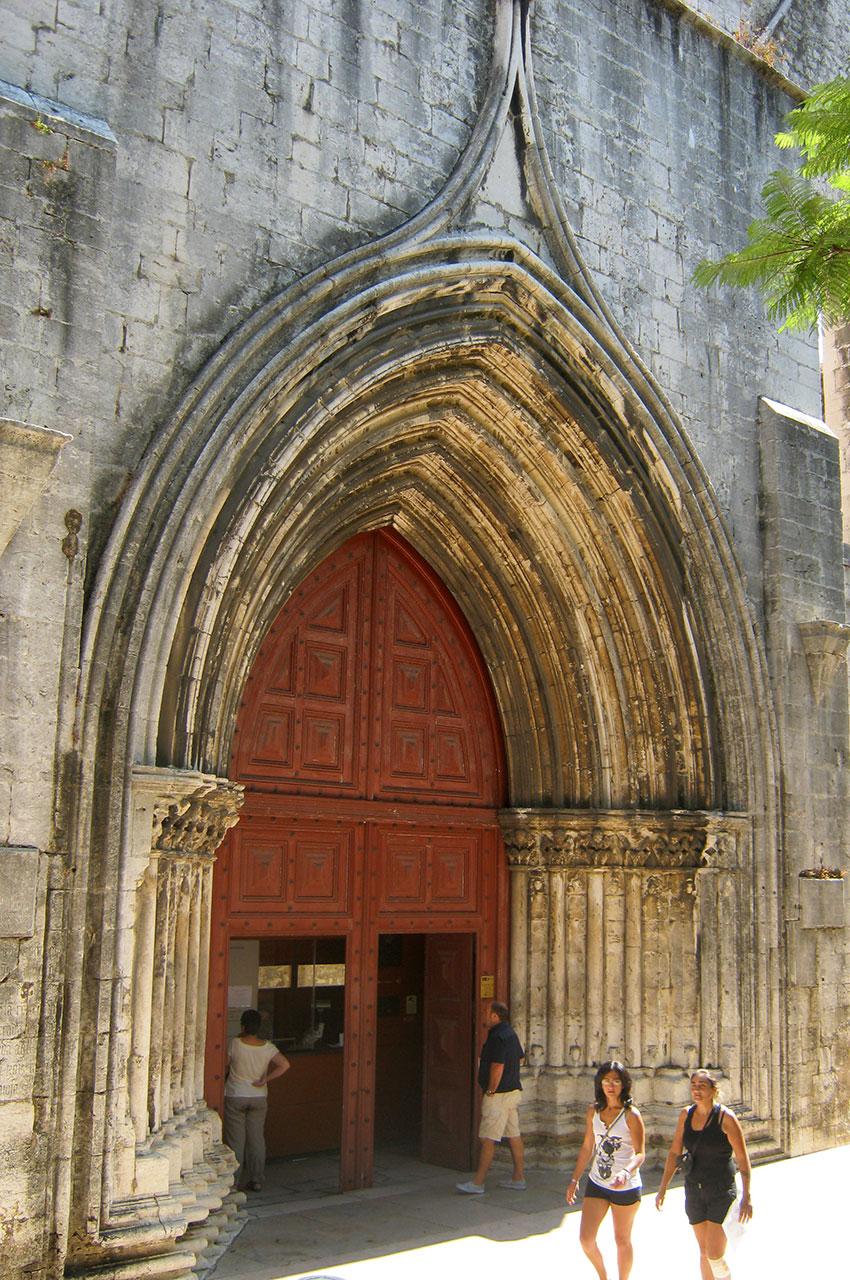 Entrée principale du couvent des Carmes