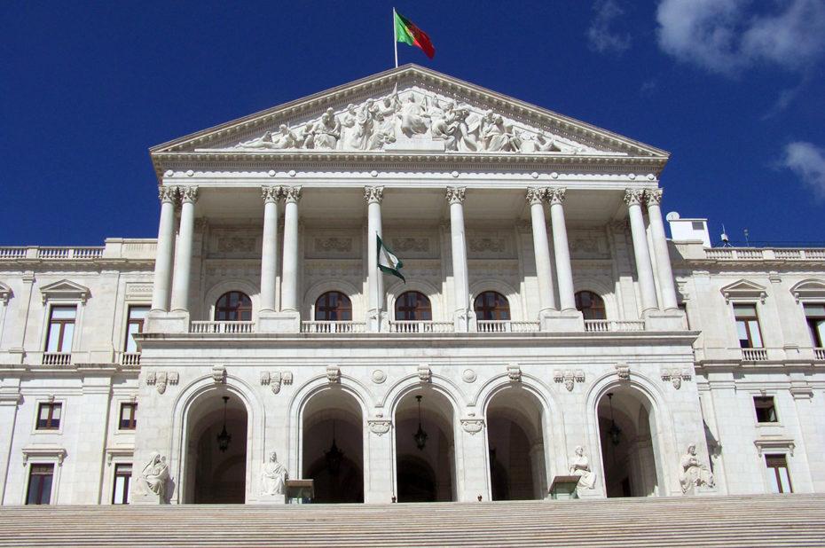 La façade néoclassique monumentale du palais