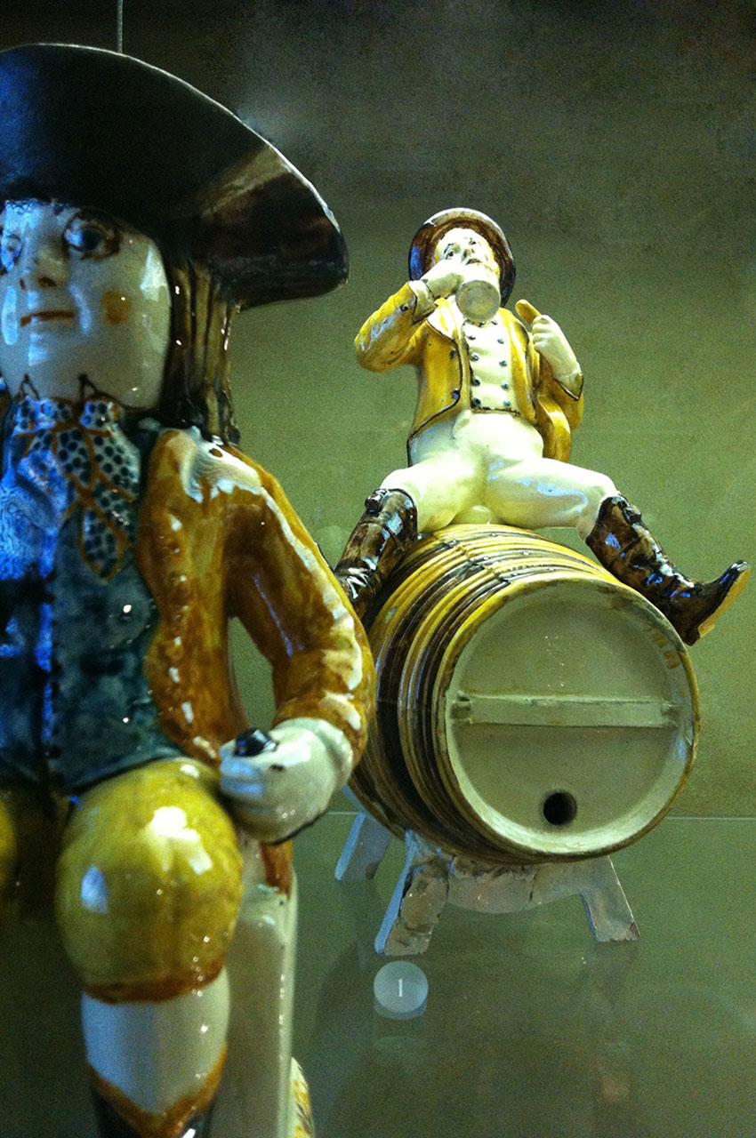 Figurines en porcelaine peinte