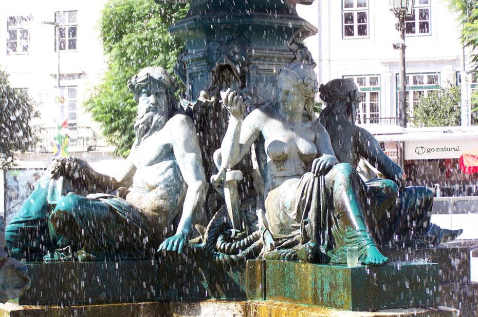 Fontaine sur la place Dom Pedro IV