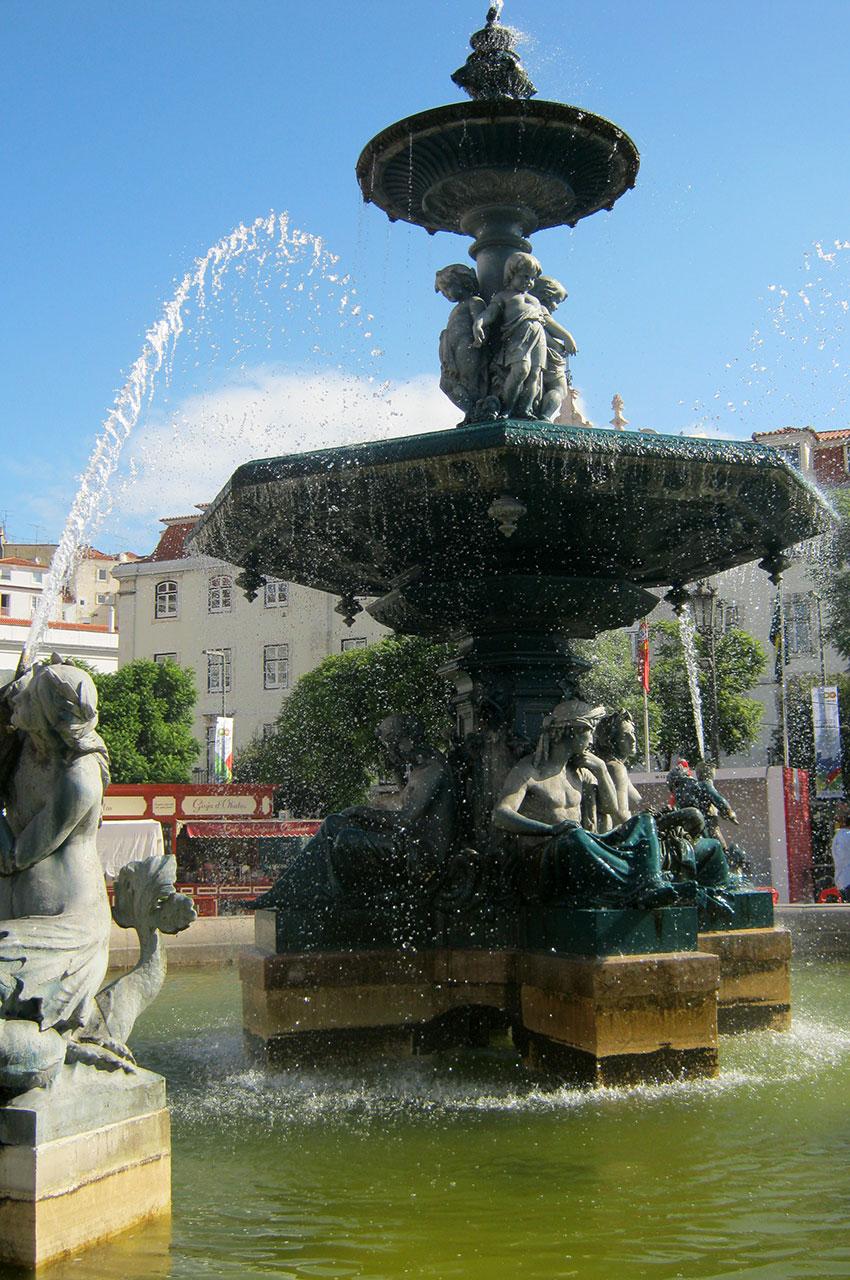Une des fontaines de la place du Rossio