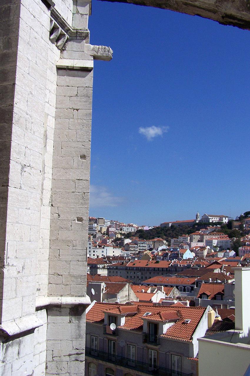 Lisbonne à travers les ruines du couvent