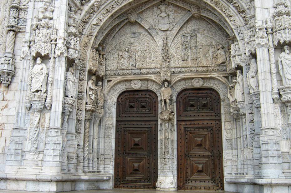 Le magnifique portail sud de l'église Santa Maria