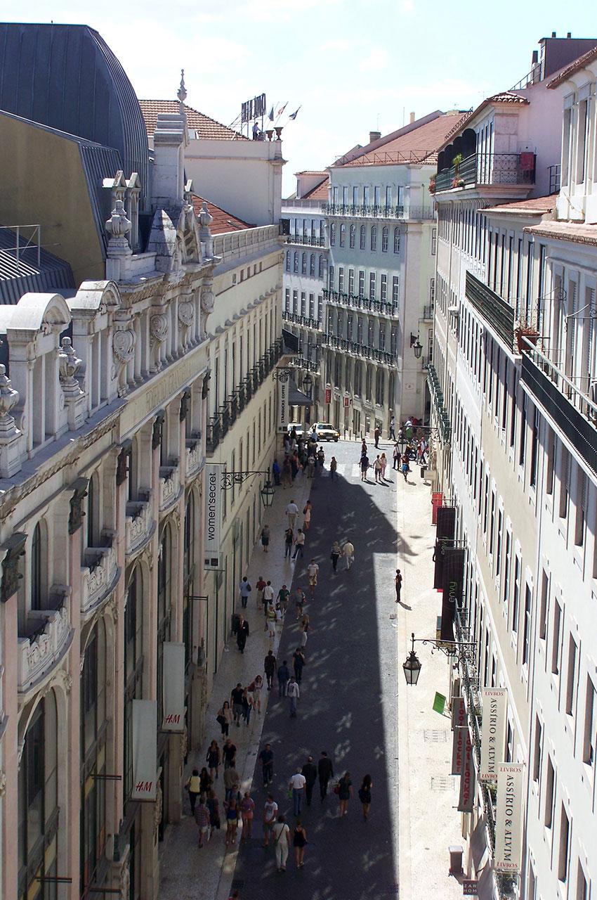 Rue piétonne visible depuis le couvent des Carmes