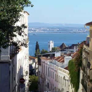 Dans les rues en pente de Lisbonne