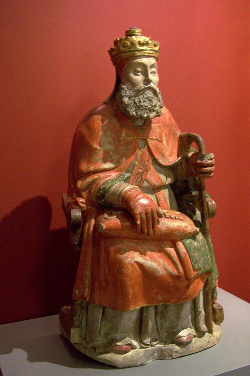 Statue d'un roi assis