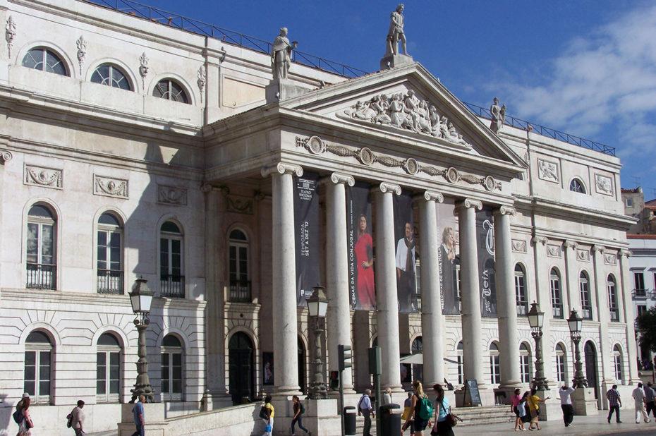 Le théâtre Dona Maria II, aux lignes néoclassiques