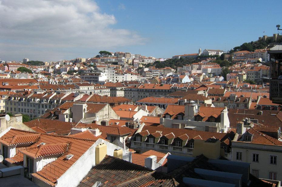 Vue sur les toits de la ville de Lisbonne