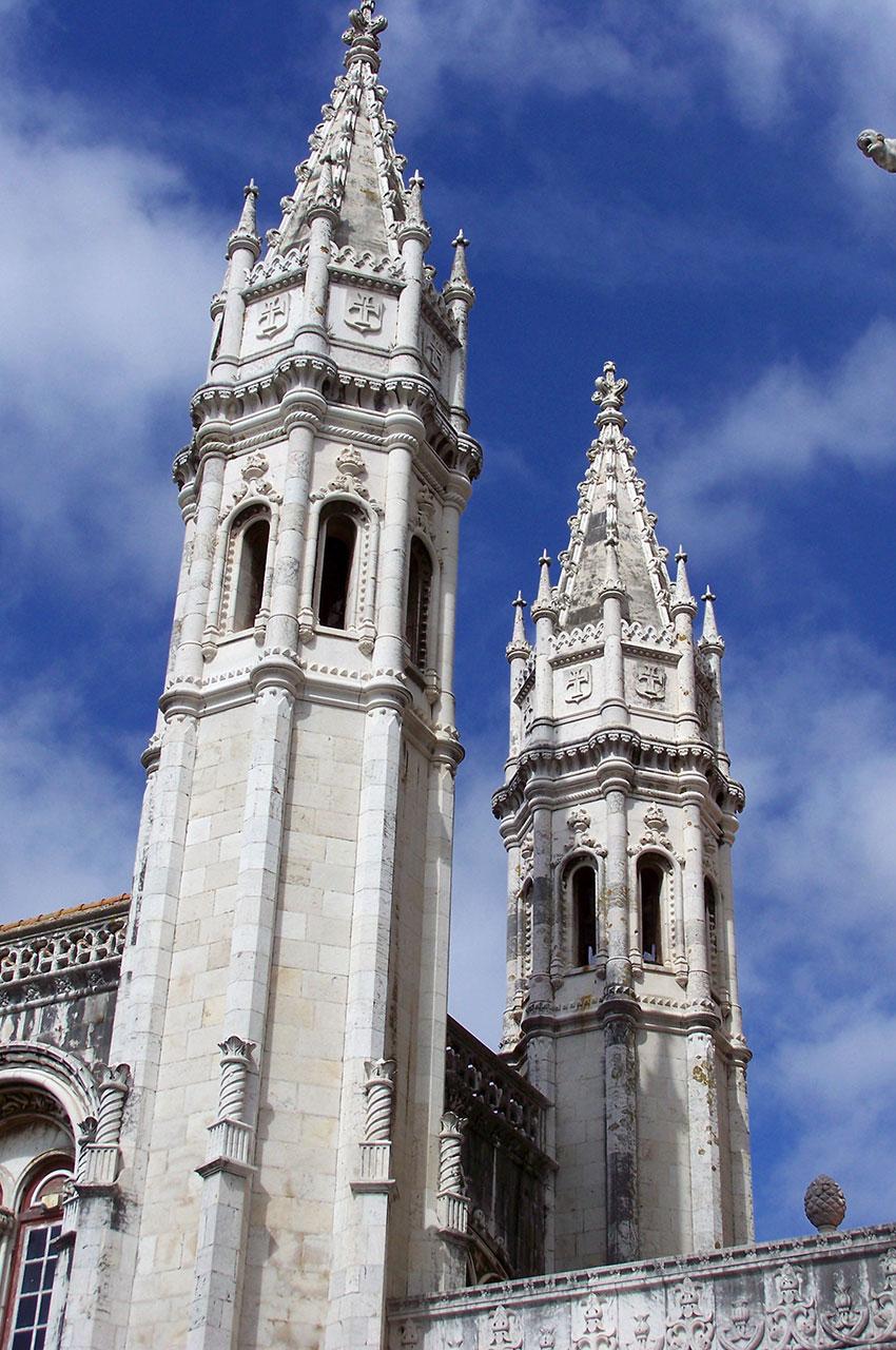 Tours à l'entrée de l'église Santa Maria de Belém
