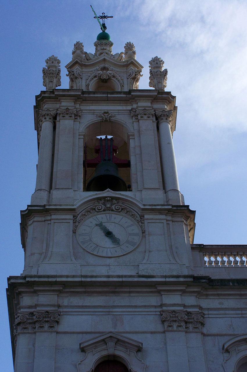 La tour gauche de la Basilique d'Estrela
