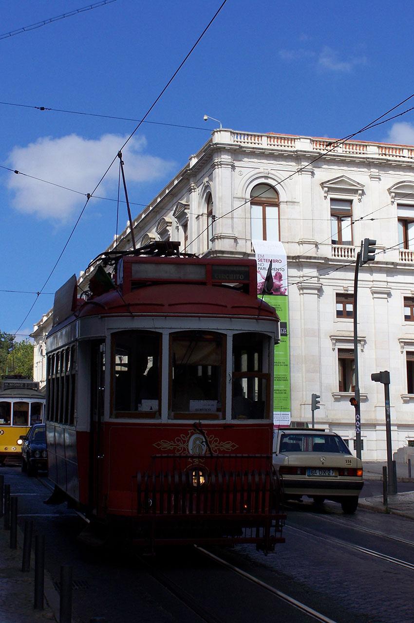 Le tramway passe à proximité du Palais