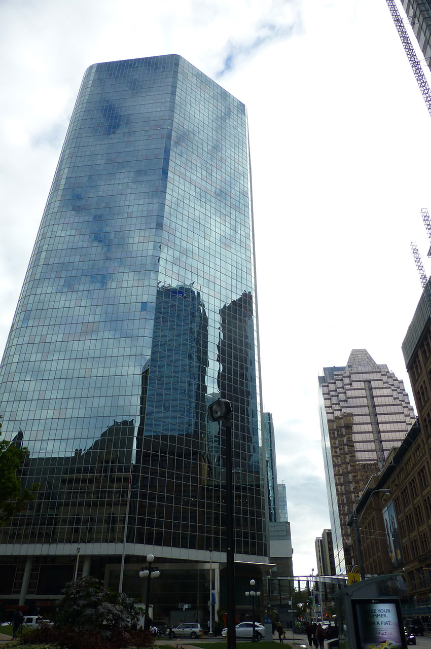 Les buildings de verre se reflètent les uns dans les autres