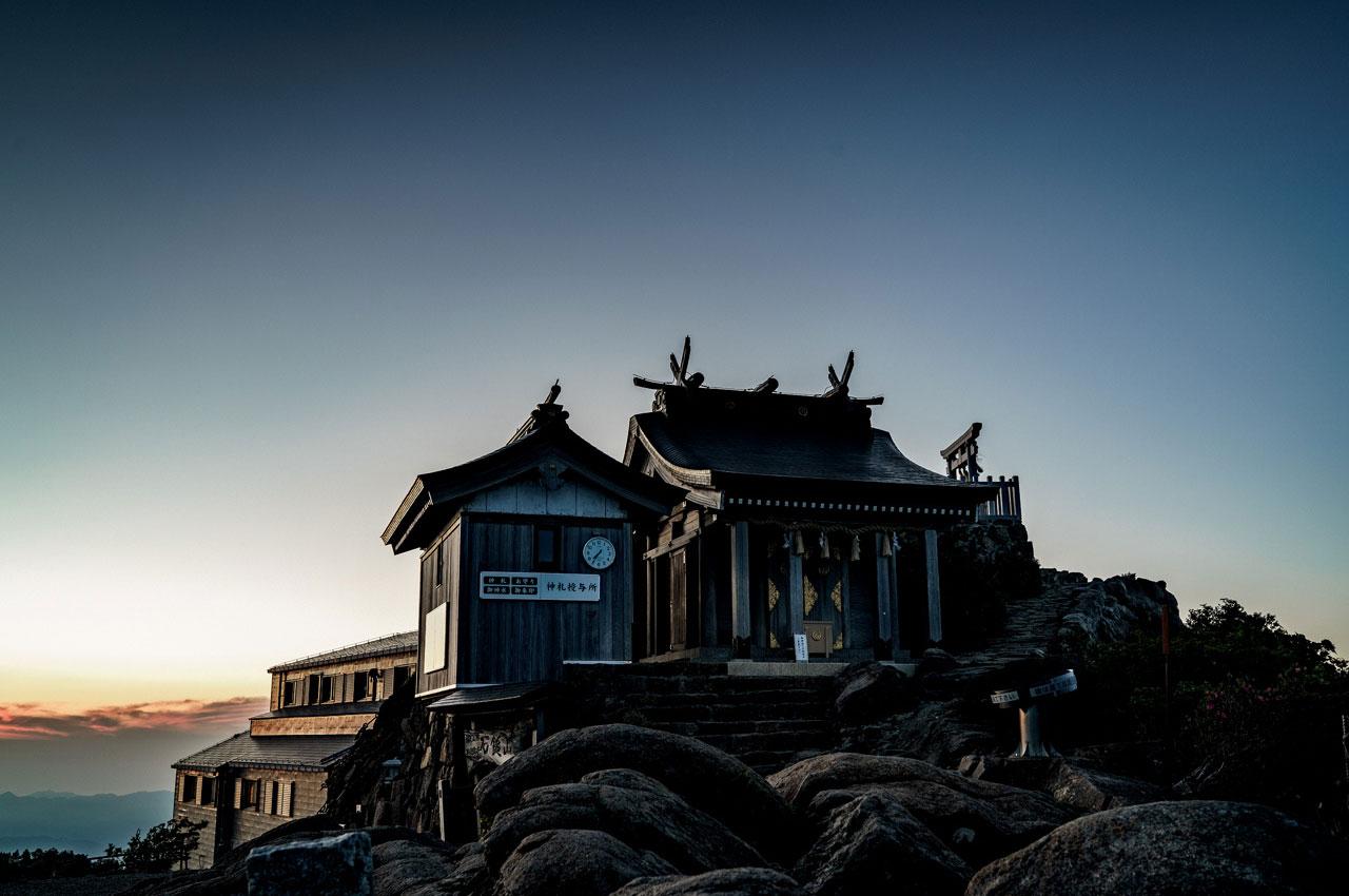 Temple bouddhiste au sommet du mont Ishizuchi