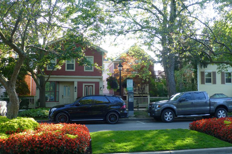 De belles maisons et de belles voitures