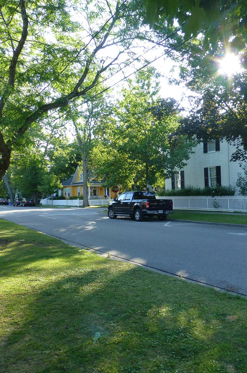 Calme et tranquillité dans cette petite ville du XIXe siècle