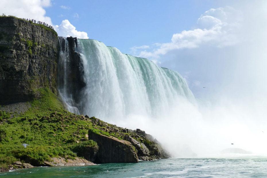 Les chutes du Niagara mesurent 57 mètres de hauteur