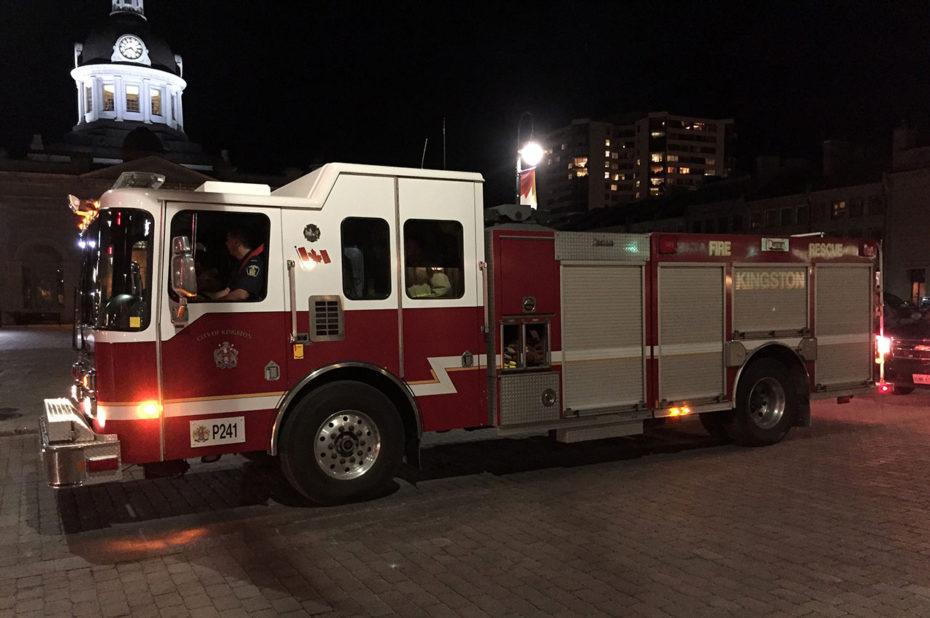 Camion de pompier dans les rues de Kingston