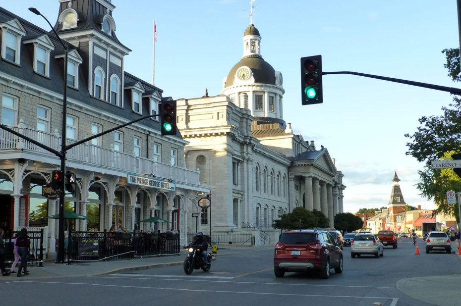 Coucher de soleil sur les rues calmes de Kingston
