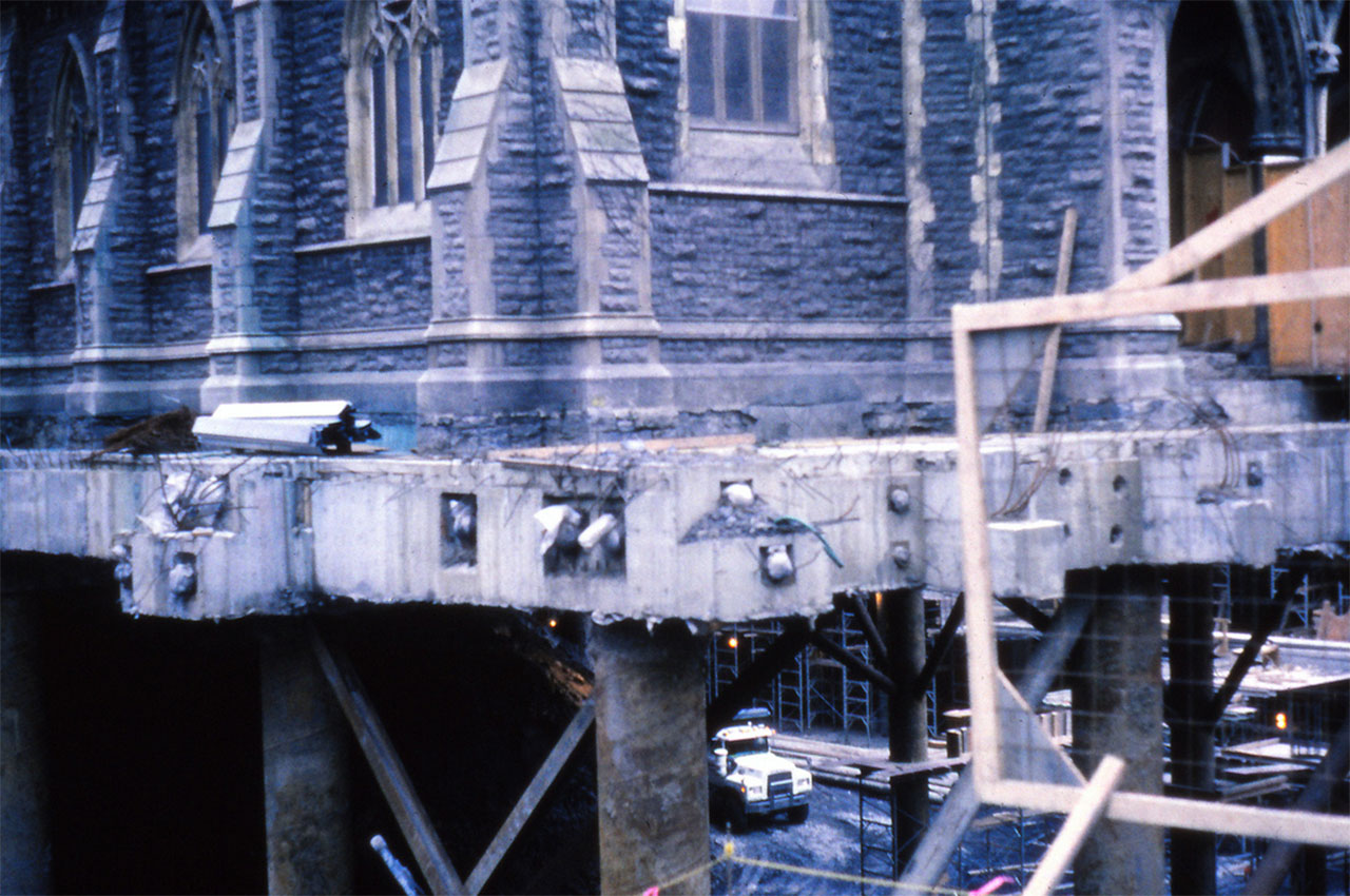 La Cathédrale sur pilotis en 1987