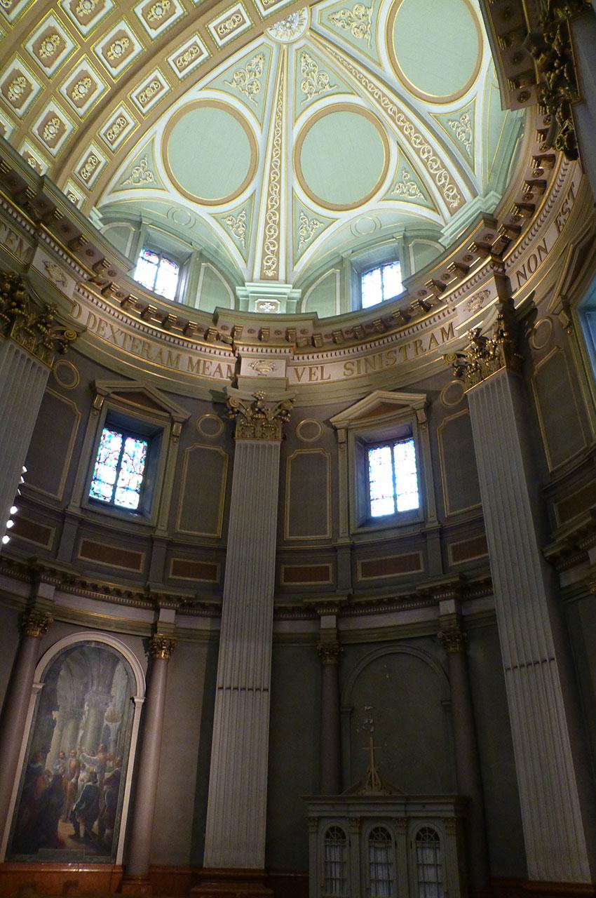 Dans le chœur de la cathédrale