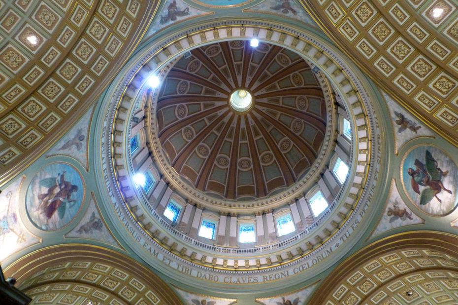 La coupole de la cathédrale rappelle celle de Saint-Pierre de Rome