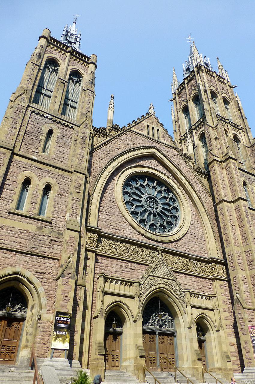 Demeurée 78 ans cachée, la façade de l'église unie Saint-James se révèle au grand jour depuis 2005