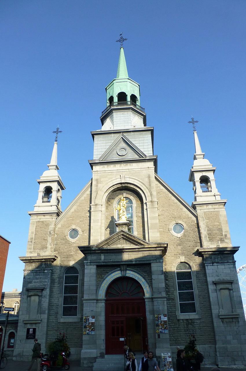 Façade et entrée de l'église Notre-Dame-du-Bon-Secours
