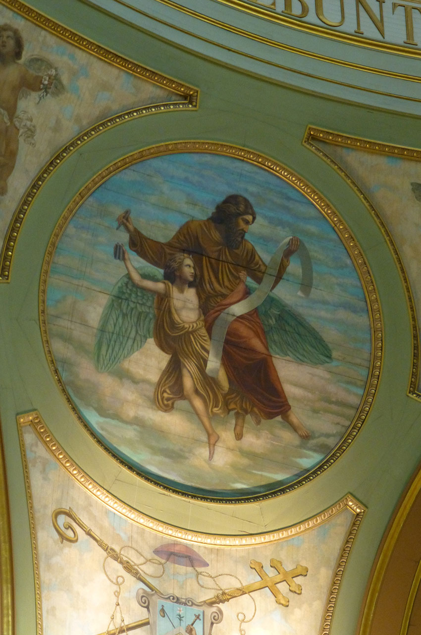 Peintures et dorures ornent la cathédrale