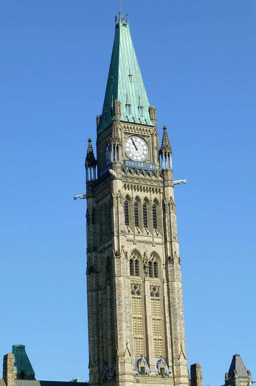 Tour de la Paix, au milieu de l'édifice central