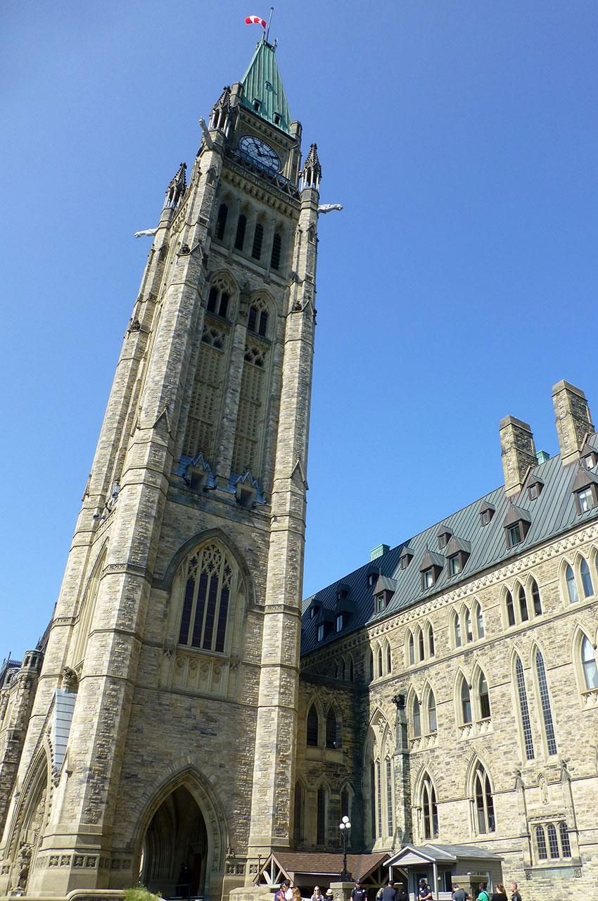 La Tour de la Paix d'une hauteur de 92 mètres